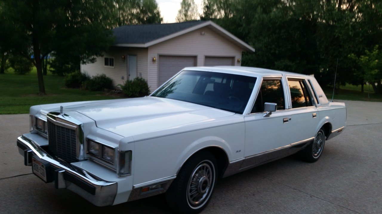 1987 Lincoln Town Car Signature For Sale Near Mondovi
