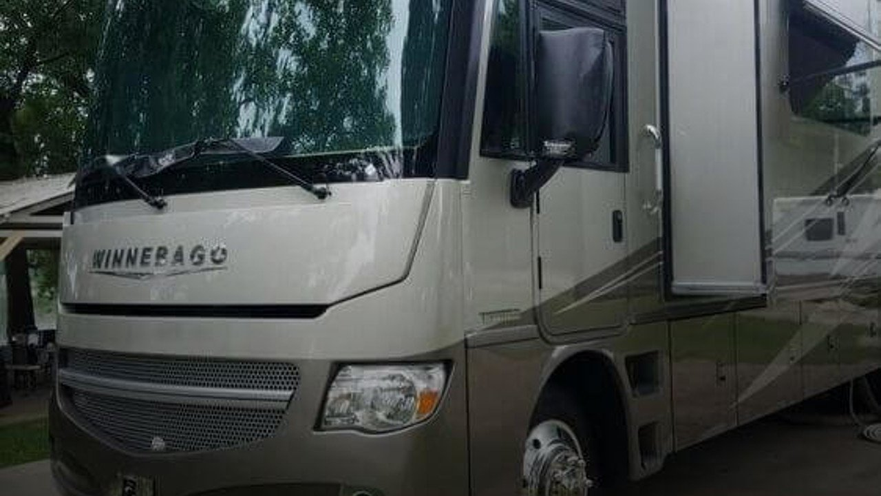 2015 Winnebago Adventurer for sale 300171023