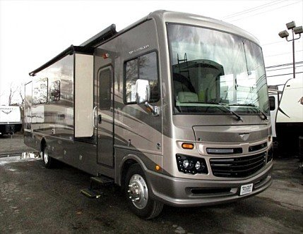 2017 Fleetwood Bounder for sale 300161864