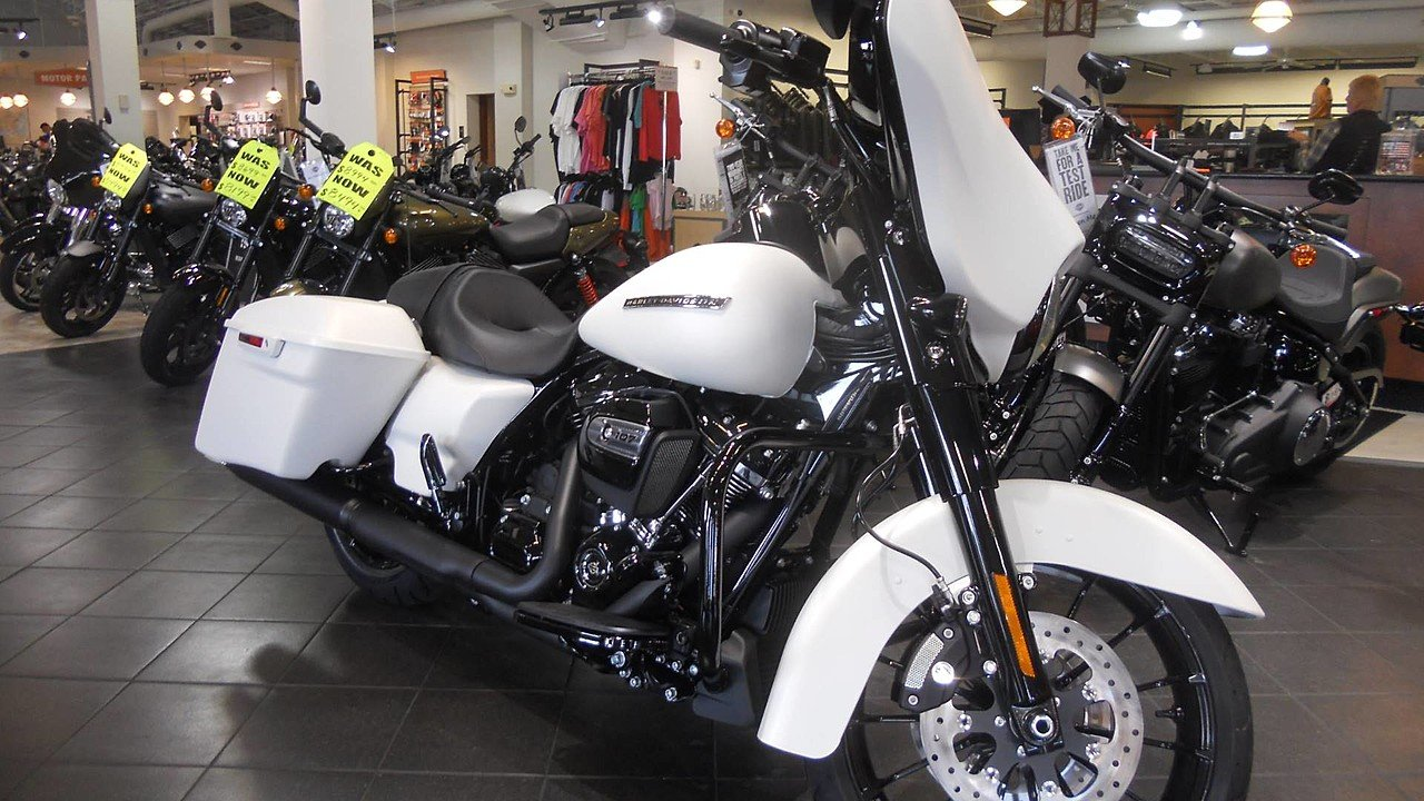 2018 Harley-Davidson Touring for sale 200534111