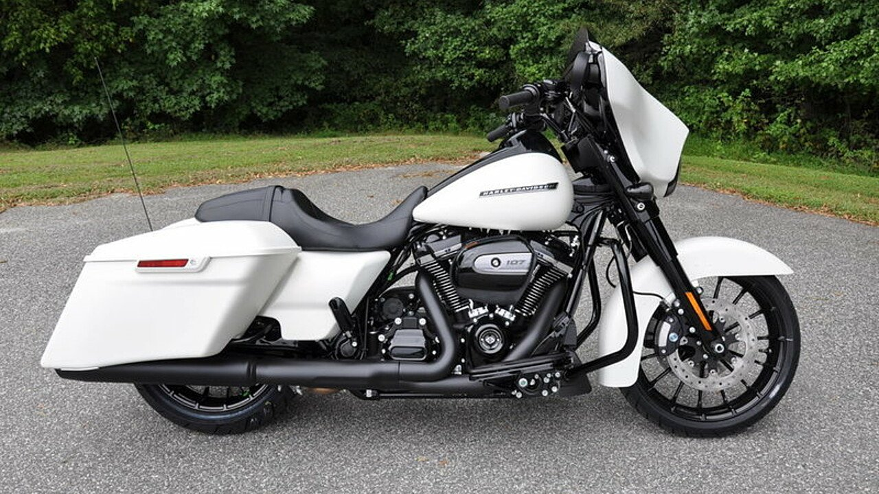 2018 Harley-Davidson Touring for sale 200563372